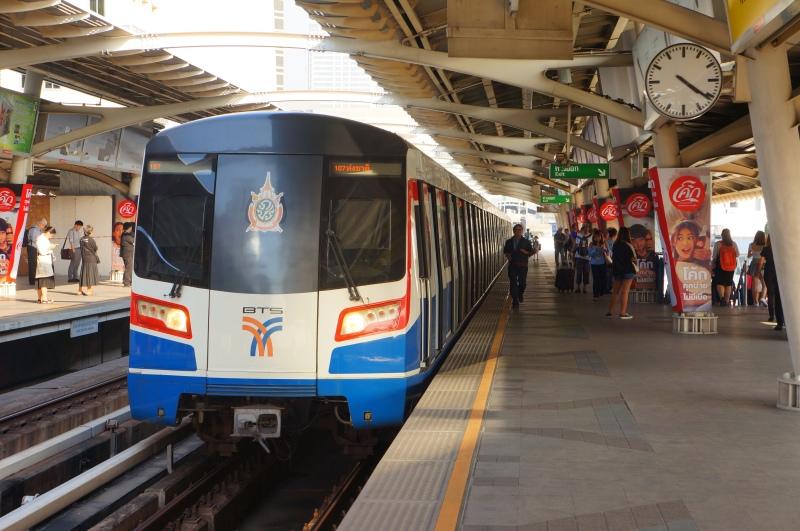 201701_Train_No.107_at_National_Stadium_Station